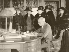 GOVERNOR PINCHOT IN GOVERNOR'S OFFICE, CA. 1923